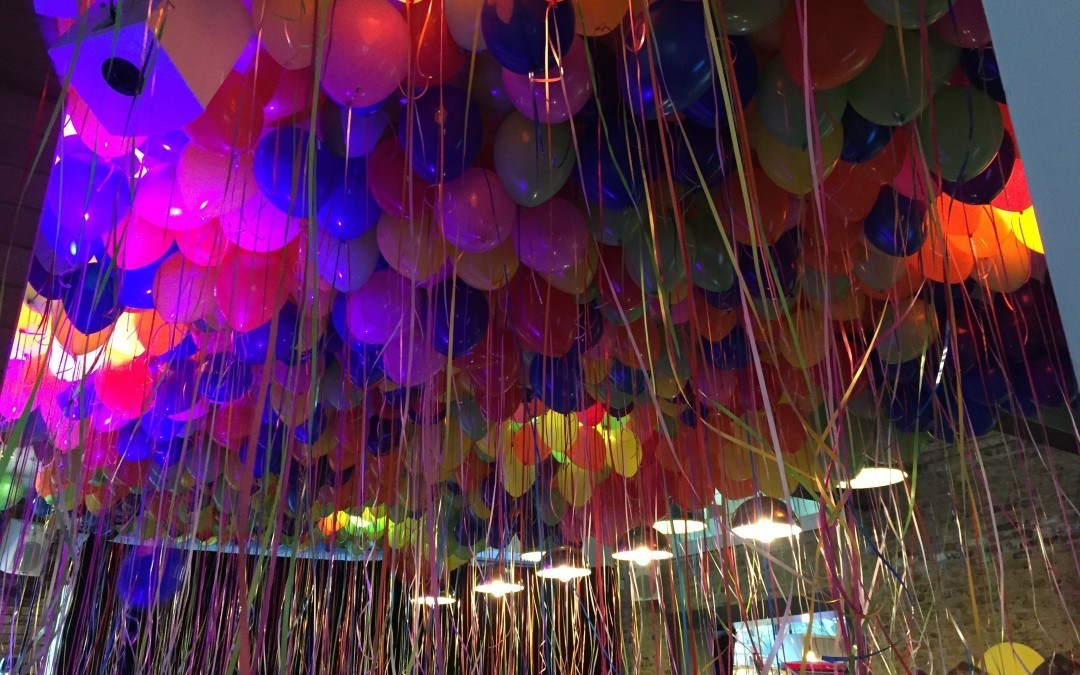 1000 Helium Balloons on a Ceiling